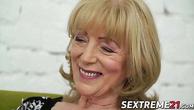 Nasty granny Szuzanne needs Olivers boner to bang her pussy