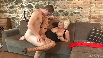 Chubby mature despotic loves get under one's young inches in her
