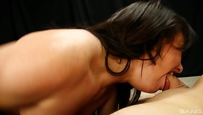 Lusty Jennifer White drops on her knees to turn how to suck a dick