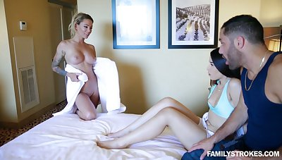 Clothes-horse has the honor to roger milf Isabelle Deltore and hot blooded girlfriend