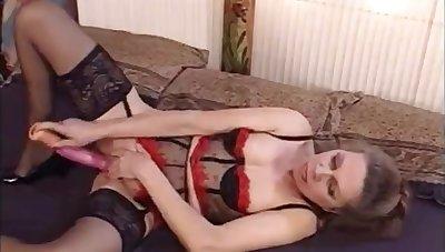French MILF masturbates