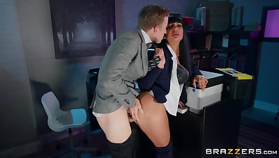 Amateur MILF gets laid down vanguard office with the new boss