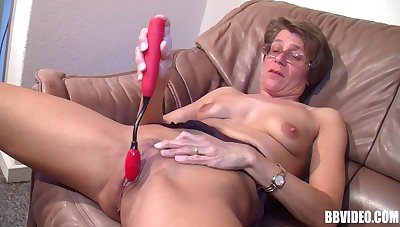 Amateur granny with glasses, spreads her legs to masturbate