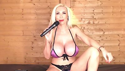 Sarah Louise british mommy likes to sing
