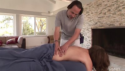 Chap fucks married bird stopping seducing her on the massage table