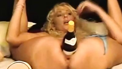 Amateur - Eaten away Big Naturals Rides a Big Bottle