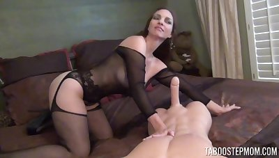 Unfortunate mature wife Mindi Mink spreads her legs to tease and gives a BJ