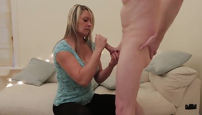 Mature gets her hands on cock be expeditious for a wild play