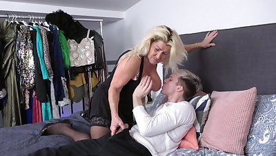 Blonde hottie likes to suck a dick before getting banged hard