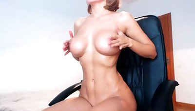 Big boobs milf masturbates anent their way dildo