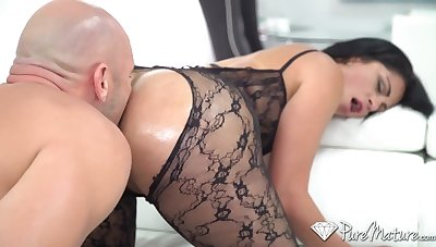 Unbelievable hot nympho Cristal Caraballo flashes the brush booty and gives a ride