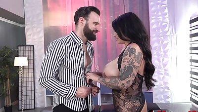 Tattooed milf Samantha Mack gets fucked