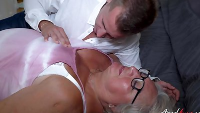 One really old mature lady got the brush wish fulfiled everywhere to hand stud really hard